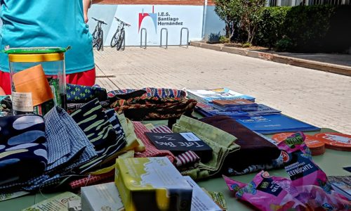 Stand de consumo responsable en el Centro.- CJ IES Santiago Hernandez 2021